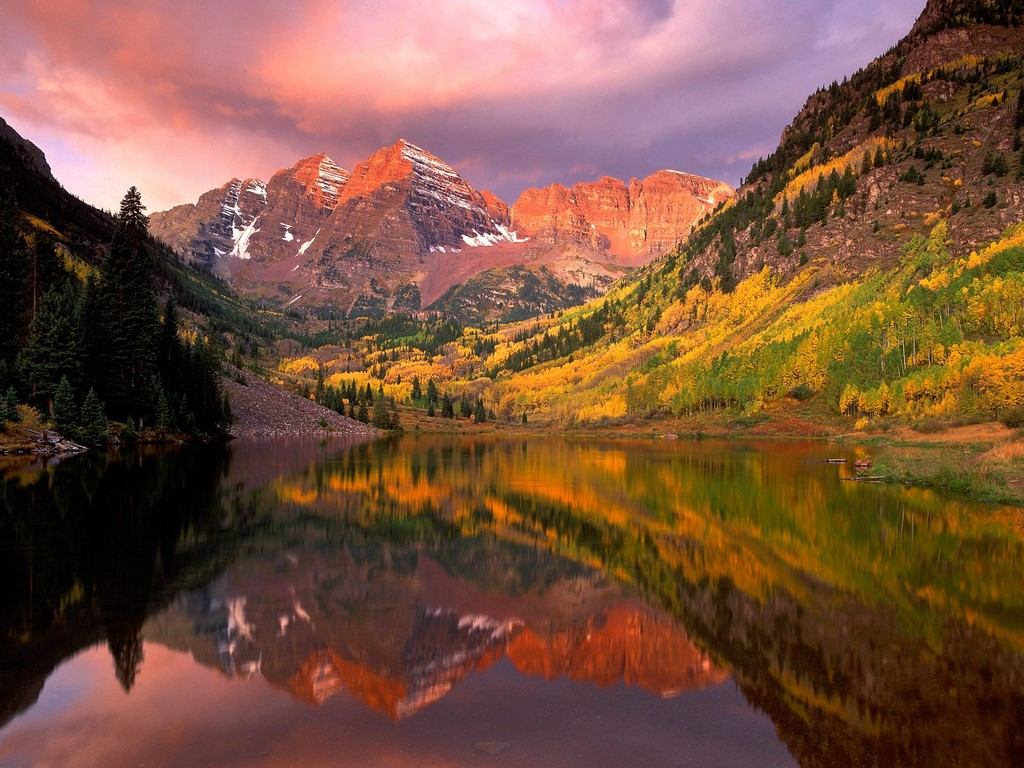 Maroon Bells at sunrise in Aspen, Colorado