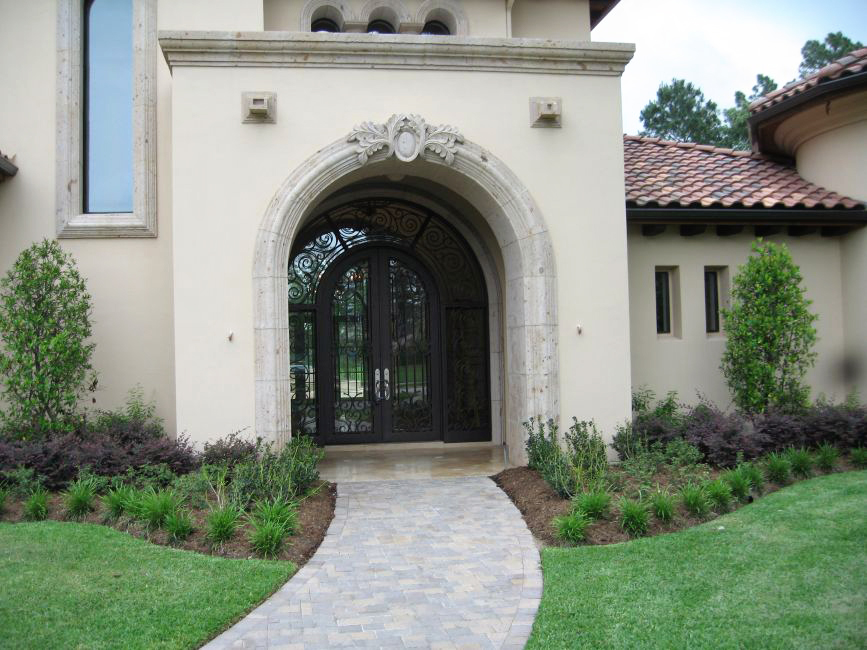 Cantera Stoneworks door surround web banner with image of home with ornate, hand crafted cantera stone door surround, molding, & window surrounds.